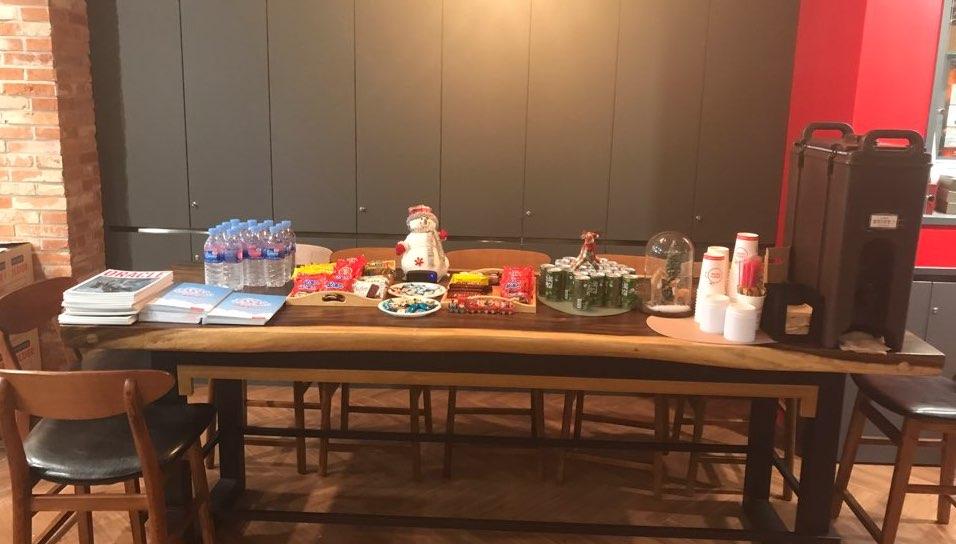 세미나 참석자를 위한 커피, 물, 간식